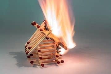 Zahlt die Gebäudeversicherung im Falle einer Brandstiftung?